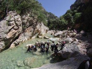 Barranquismo en grupo en el rio Vero